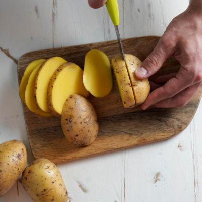 Нарезаем картофель фри