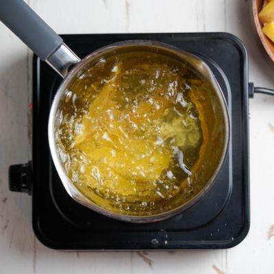 Обжариваем картофель фри