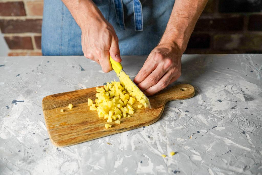 Режем картофель кубиком